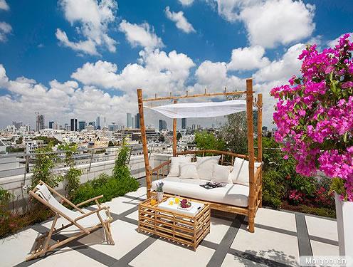 自作的简易竹床,随意搭配坐垫与抱枕,让这个开放式庭院有一种温馨的图片