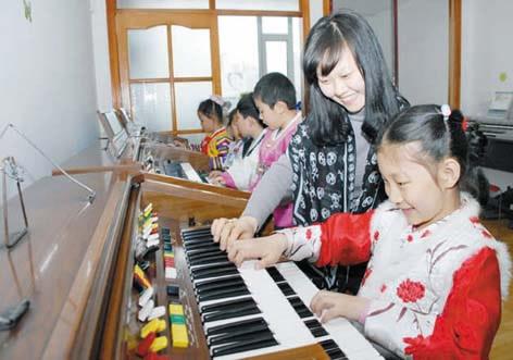 学习电子琴的好处 如何开发孩子音乐智能图片
